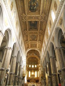 800px-Interno_Cattedrale_di_Napoli