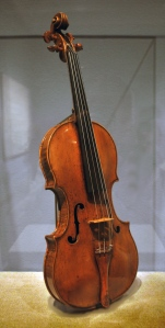 Andrea_Amati_violin_-_Met_Museum_NY.1559?