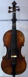 Bartolomeo_giuseppe_guarneri del Gesù, (1698–1744),violino_cannone,_appartenuto_a_niccolò_paganini,_cremona_1743